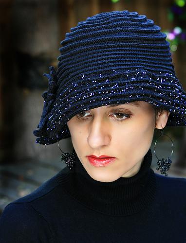 оригинальные вязаные шапочки.