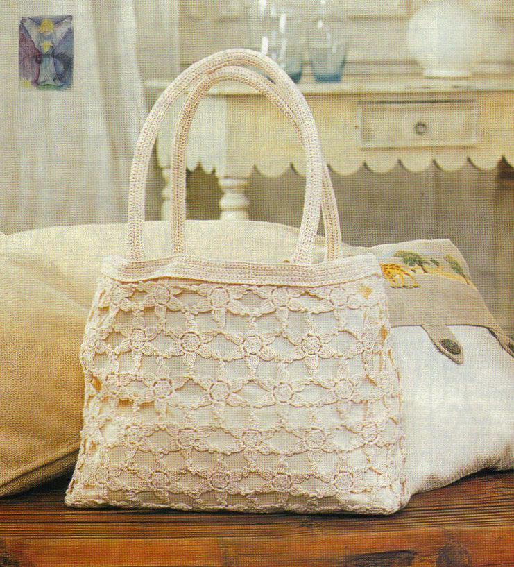 Вязаная сумочка с розочками.