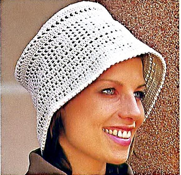 Шляпа, связанная в технике