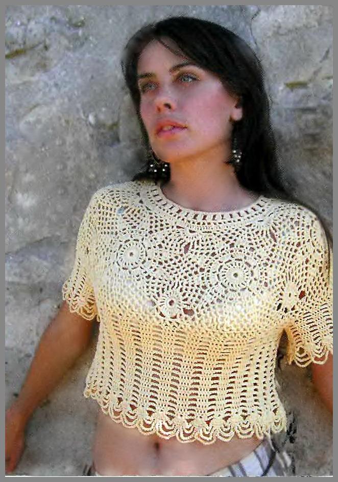Бежевая блузка с кружевной