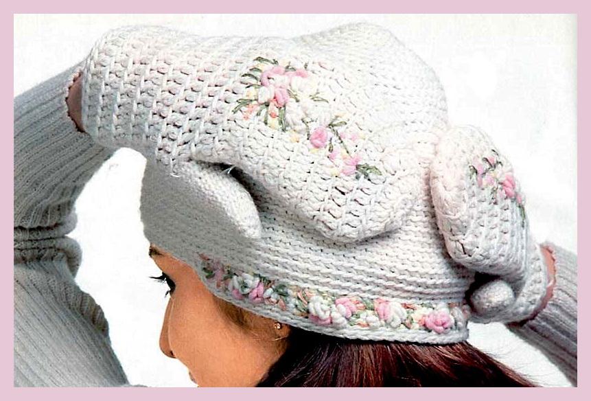 Вязание.  Комплект из шапочки и варежек с вышивкой.