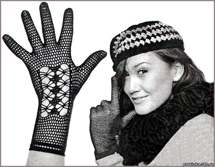 вяжутся кружевные перчатки